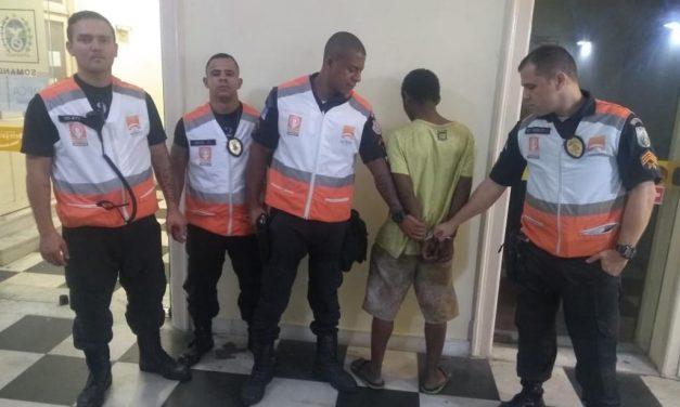 Agentes da Niterói Presente prendem homem acusado de roubo