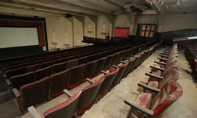 Cinema Icaraí mais perto da reforma: UFF entrega chave do prédio para a Prefeitura