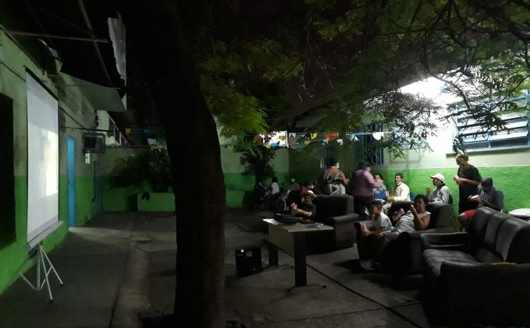 Cine Acolhimento acontece nos abrigos de população em situação de rua até o fim do ano