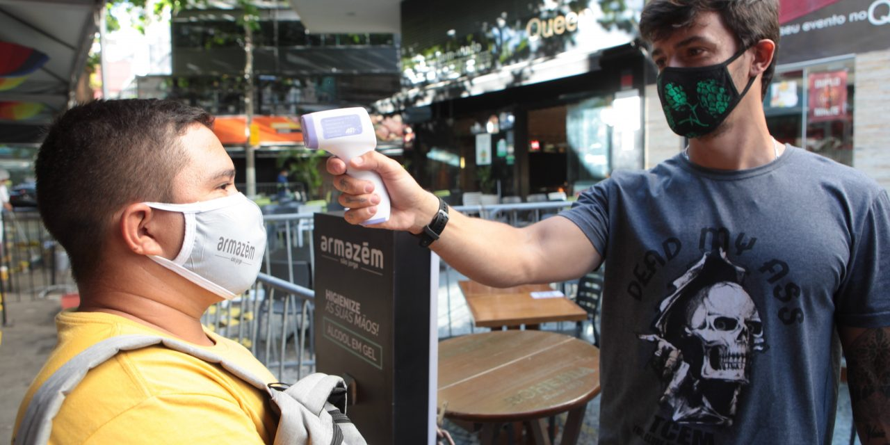 Trabalho de fiscalização e conscientização marca o primeiro dia da reabertura de bares e academias