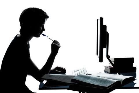 Ensino à distância ou Ensino distante?