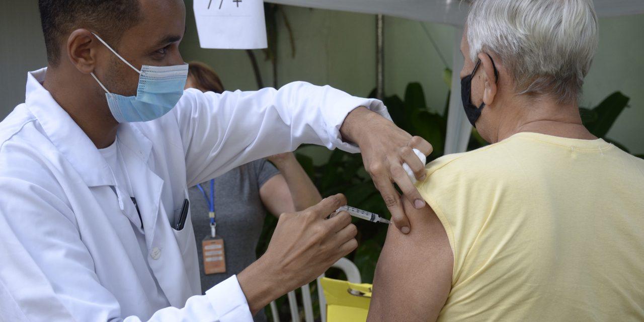 Aplicação da segunda dose da CoronaVac é retomada
