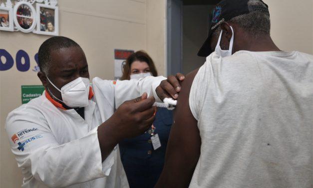 Niterói vacina pessoas em situação de rua